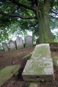 Trešť hřbitov